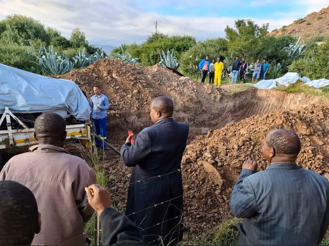 Photos: Senior South African Politician buried in his favourite ...